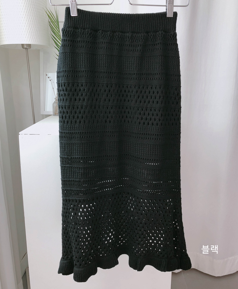 Punching knit skirt