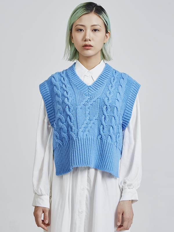 SALE v-neck cable knit vest