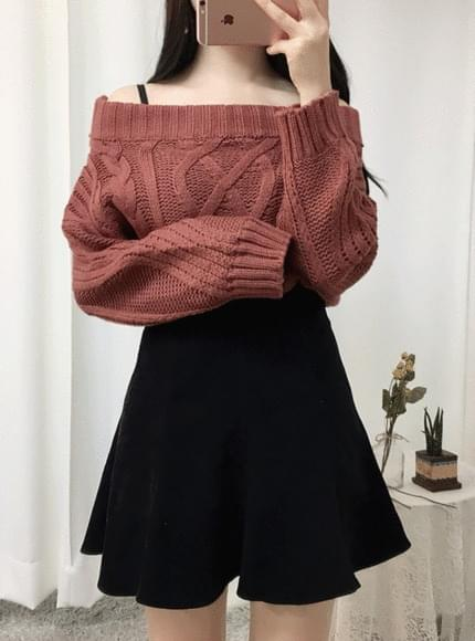 Knit-off shoulder knit pretzels
