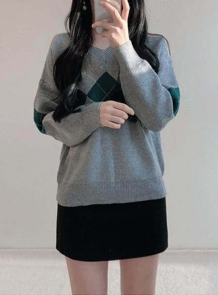 ▽ Argyle V neck knit