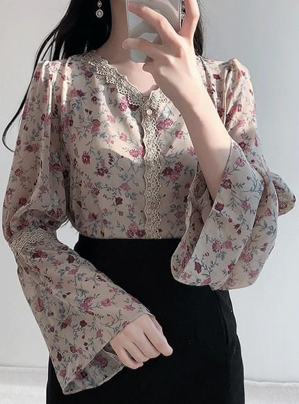 Milky flower chiffon blouse