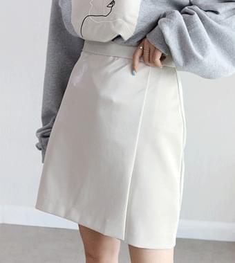 Mooded enamel skirt