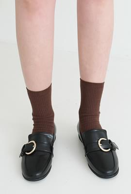 Circle buckle classy loafer