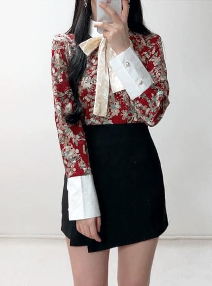 Valentine velvet strap flower blouse