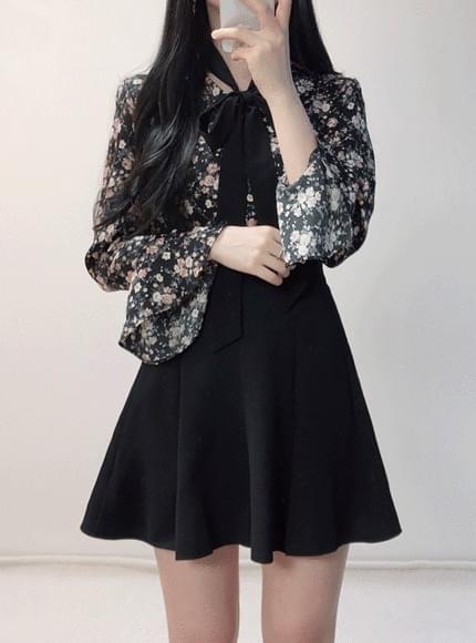 Velvet flower v neck blouse
