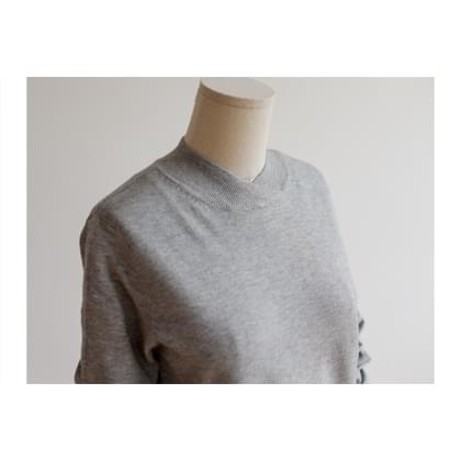 Corcross neck soft knit