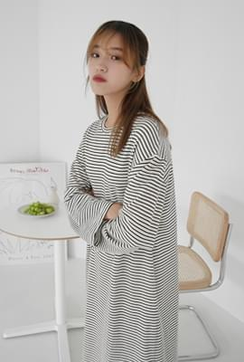 Plain mood stripe one-piece