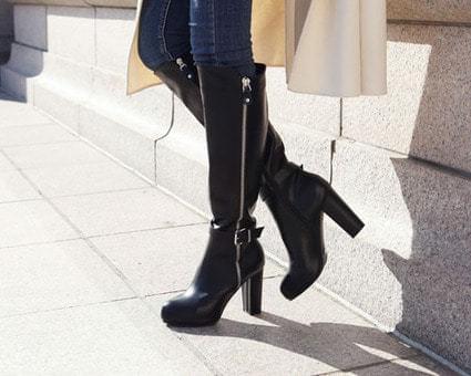 Rivish buckle strap boots