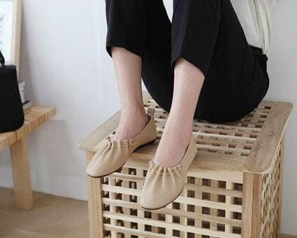 Tracy's pleated flat shoes