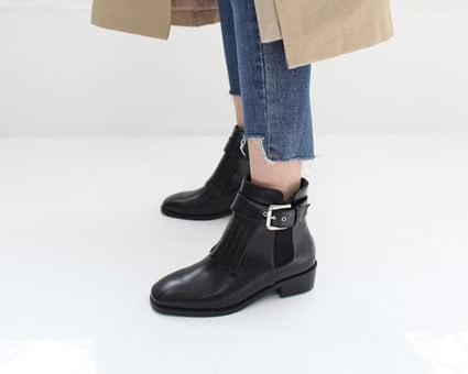 Reaming Fringe Buckle Ankle Boots