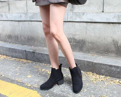 Isabella mid heel Chelsea boots