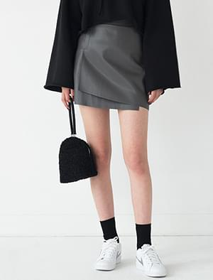 unbalance leather skirt