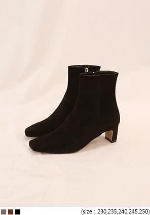 GLAD SQUARE SUEDE ANKLE BOOTS