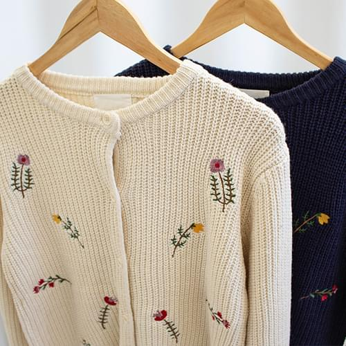 Pony Flower embroidery knit cardigan