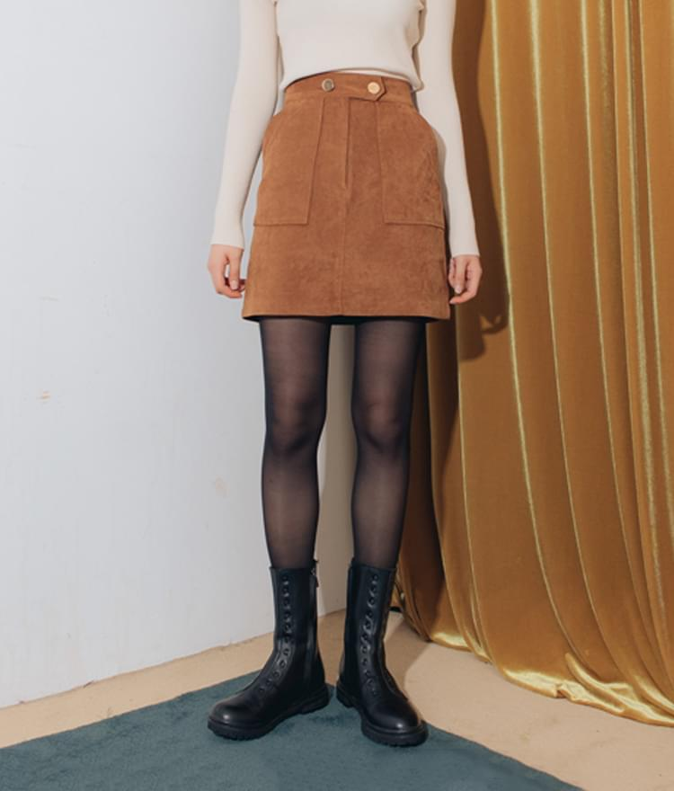 Suede to button skirt
