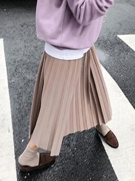 Banding U and pleated skirt