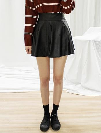 Leather mini flared banding skirt