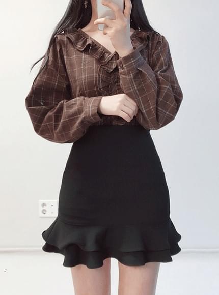 London check frill blouse