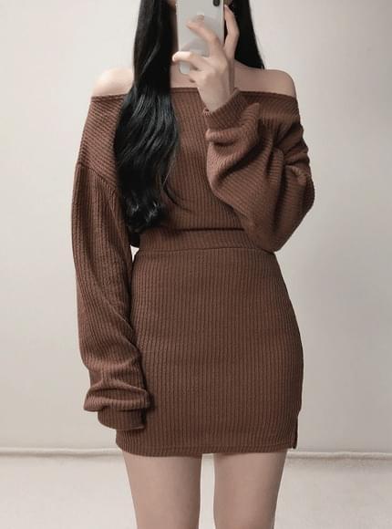 Order rush ♥ Crop lips neck knit + mini skirt set