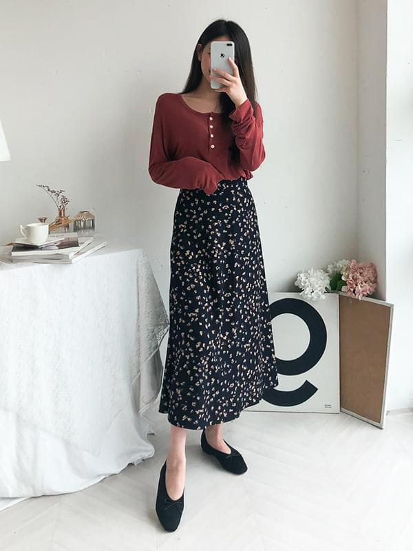 Long skirt with flowers