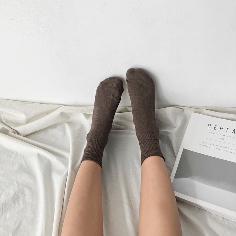 Semi-socks socks