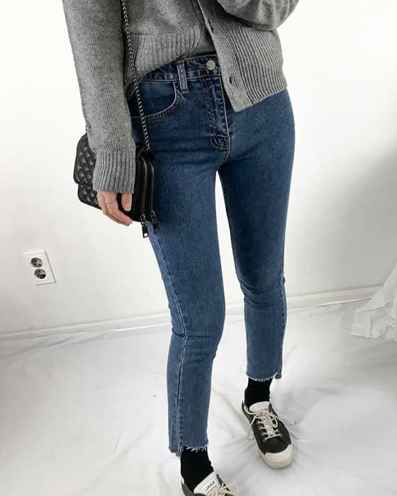 Cutting high-waisted skinny jeans