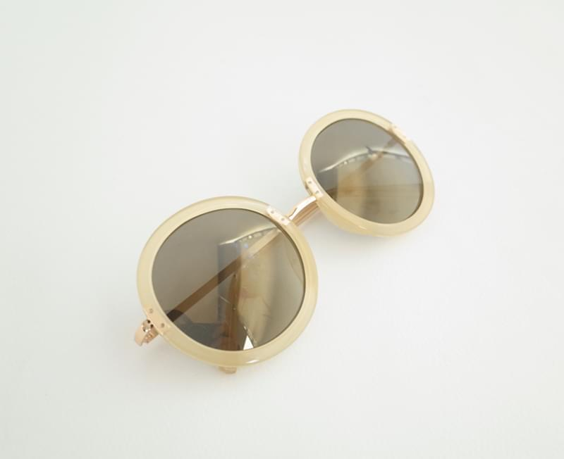 Sunglasses with point