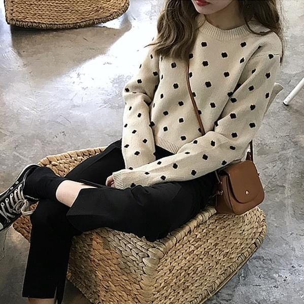 kn0025 crop dot round neck long sleeve knit