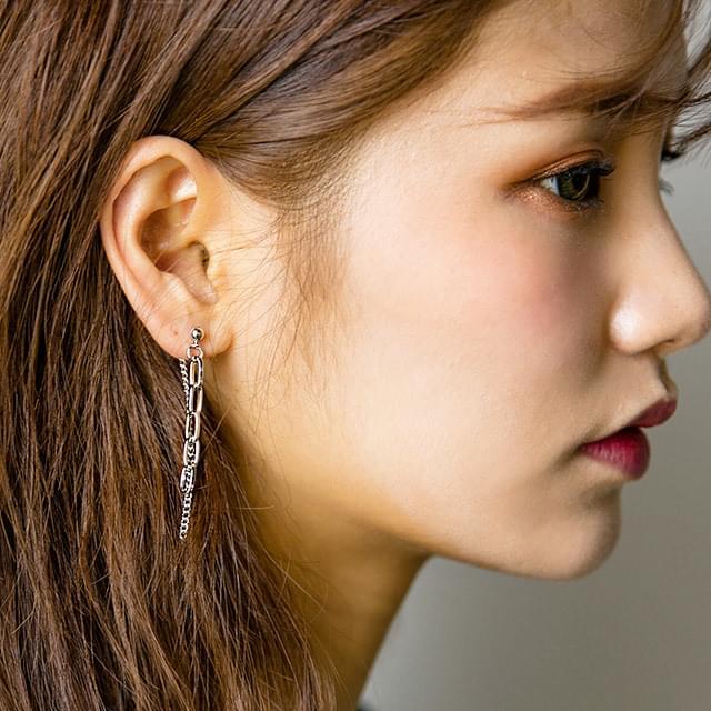 unbalance silver earring