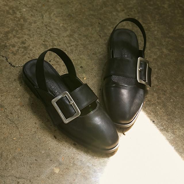 bold buckle back banding flat shoes