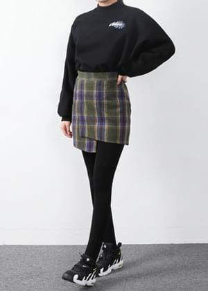 The second checked skirt