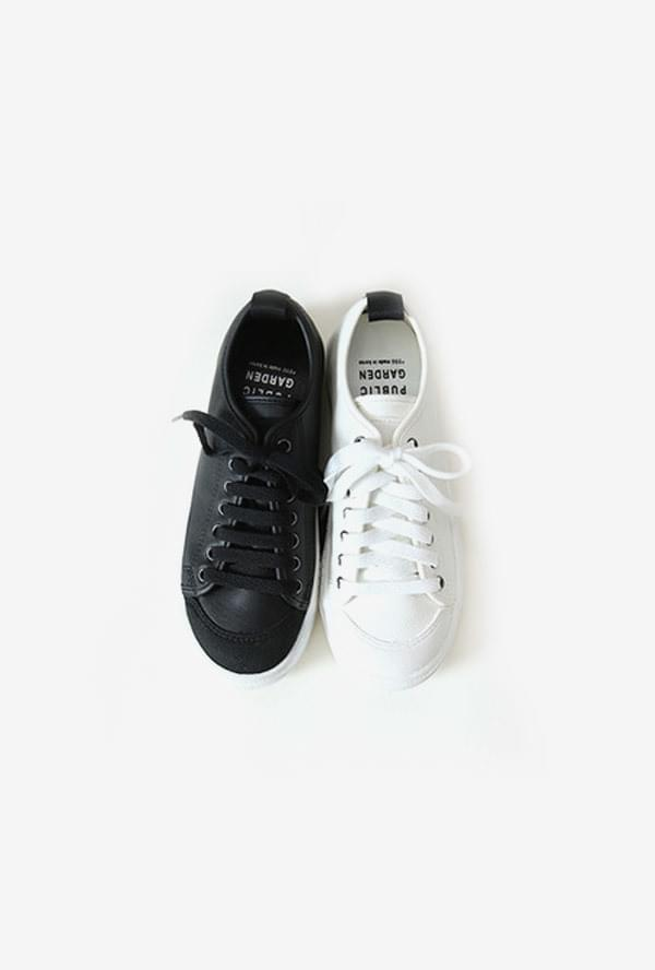 Round sneakers