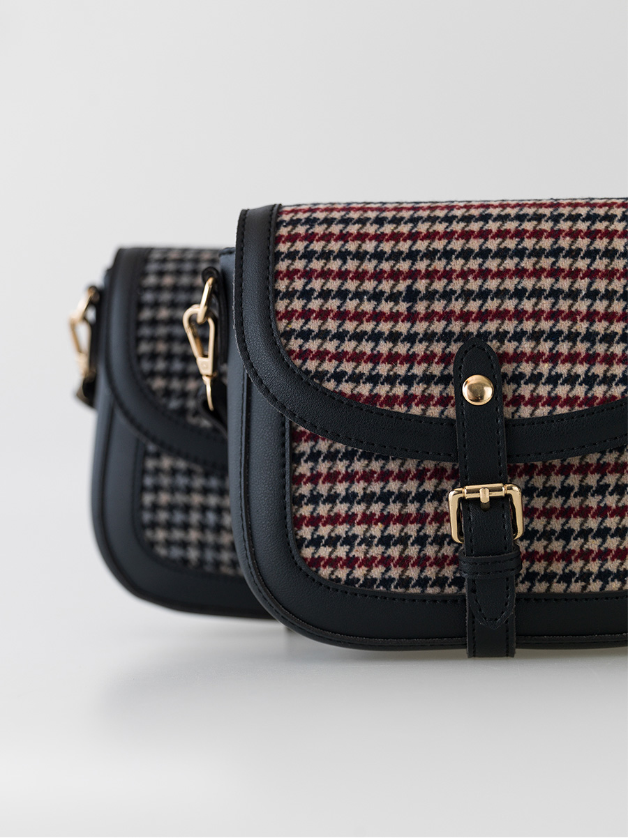 check pattern cross bag