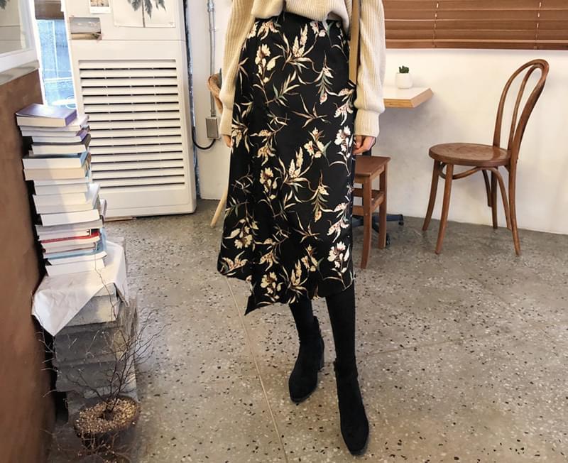 Her skirt in the flower