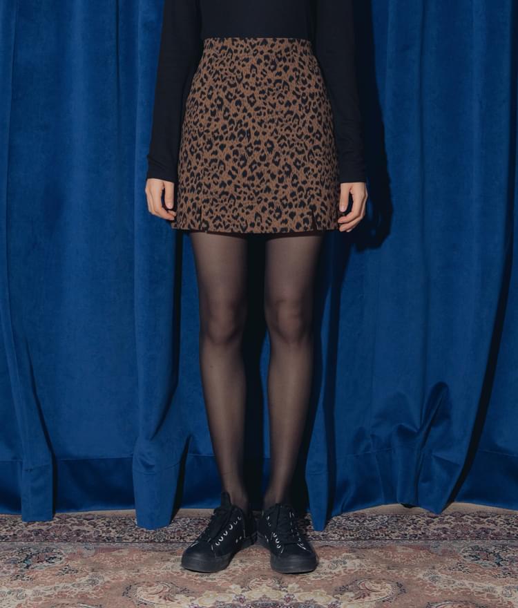 Safari-trimmed skirt