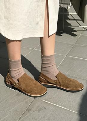 Suede strap shoes