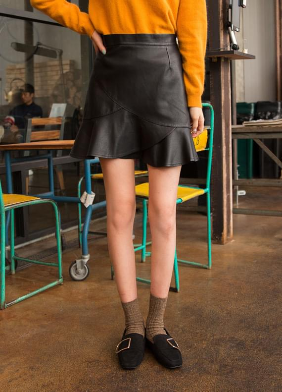 Incision leather skirt