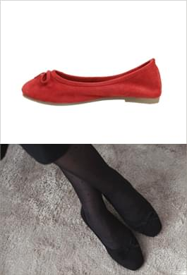 Rubber sole makes it easy! Suede ribbon flat