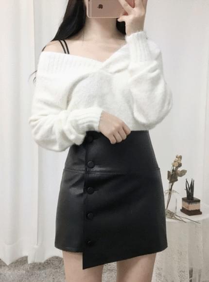 V shoulder crop knit