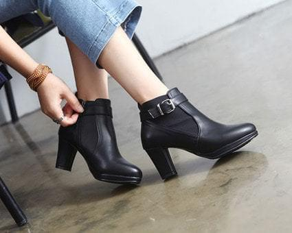 Hanger buckle strap Ankle boots