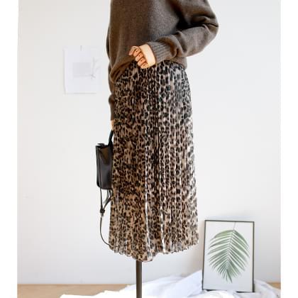 Melrose Pleated Leopard Skirt