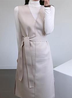V-neck belt wool long dress