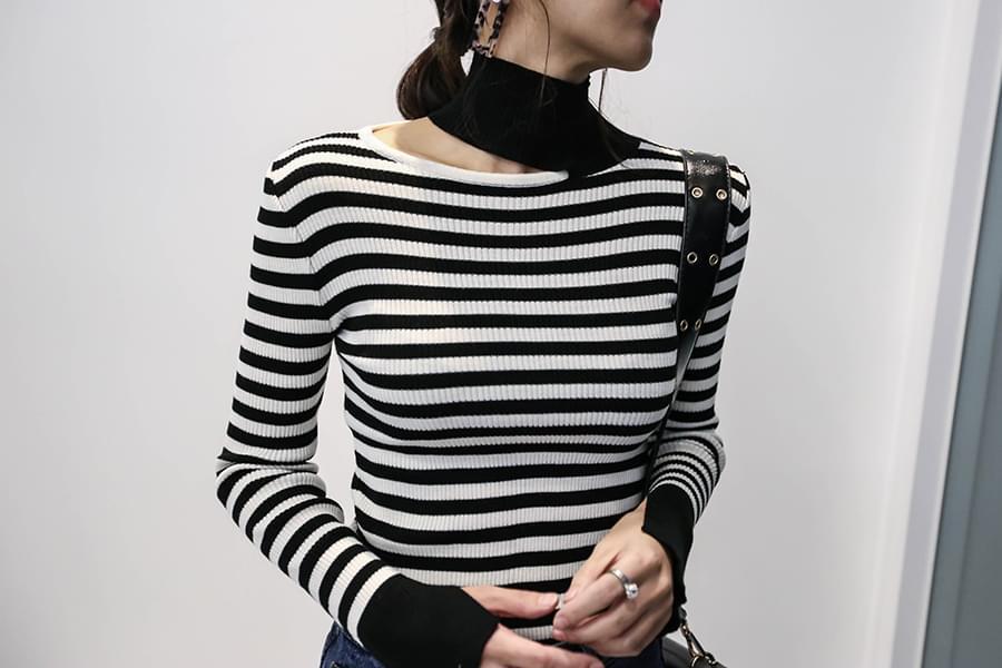 Polar knit with gold trim _kn02771
