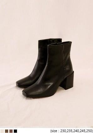 WOOD SQUARE ANKLE BOOTS