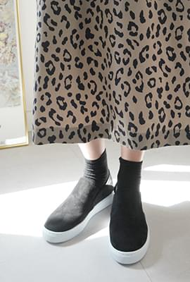 Casual suede slip-on shoes