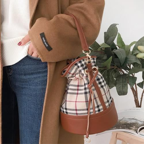 Burry check bucket bag