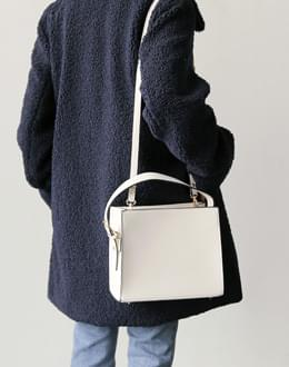 Square toe bag