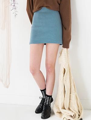 minimal cozy skirt