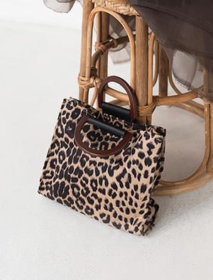 leopard strap bag