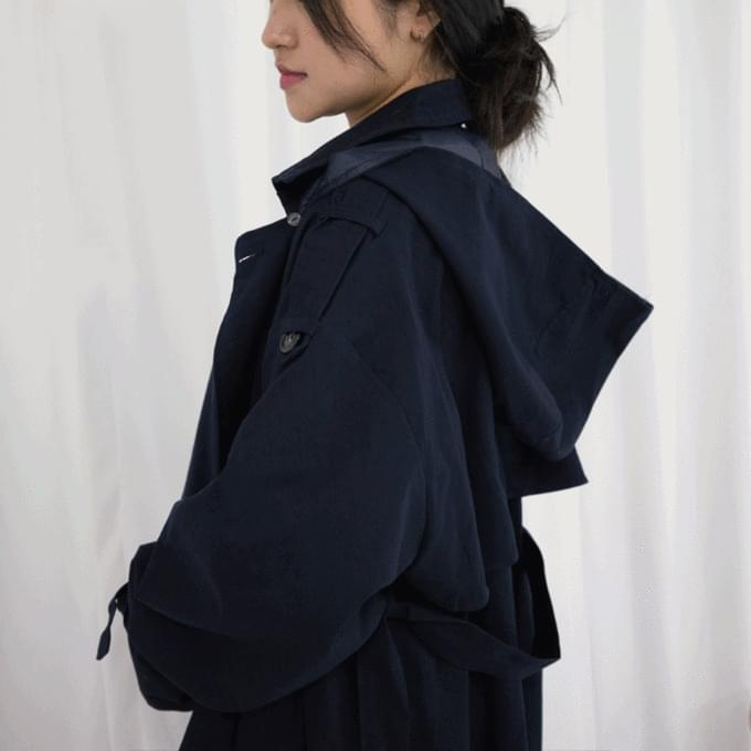 Buttonhood trench coat